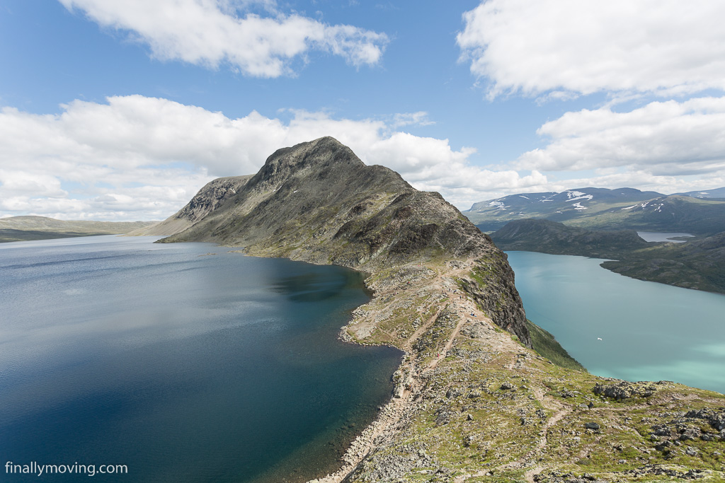 The famous view of lakes Gjende and Bessvatnet